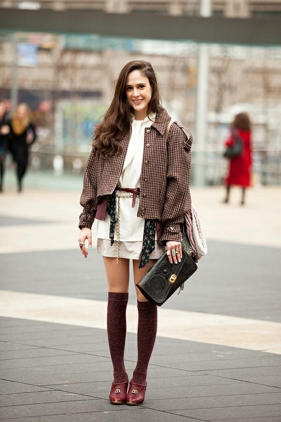 knee-high-socks in burgundy